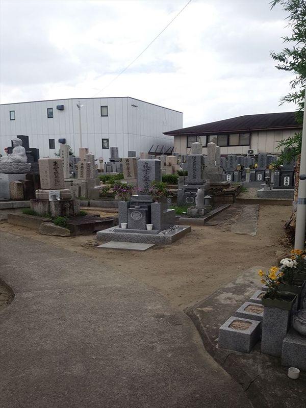 菱江西方墓地