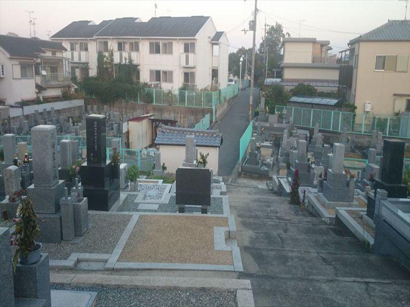 羽曳山共同墓地