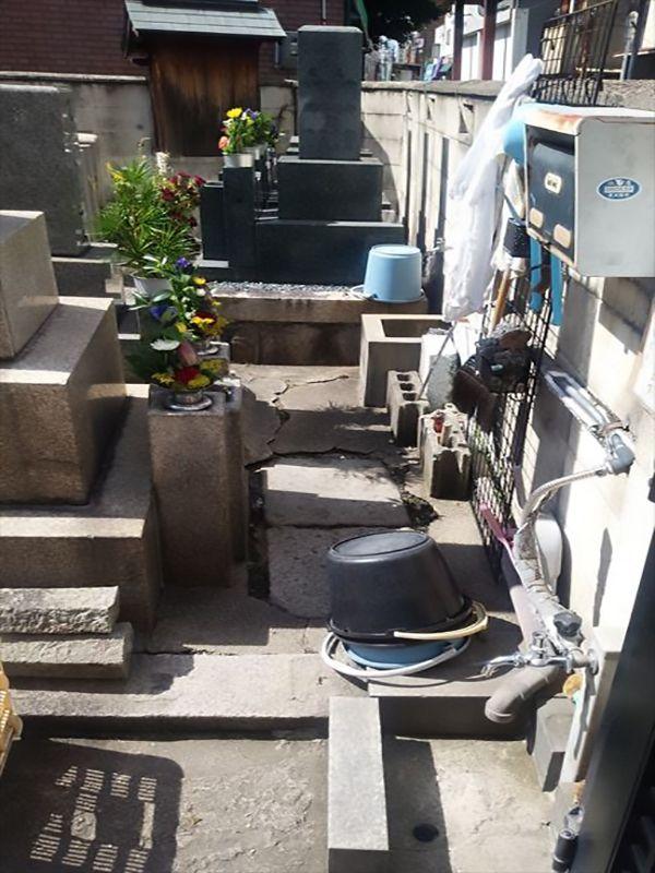 徳庵橋本墓地 掃除道具置き場と水場