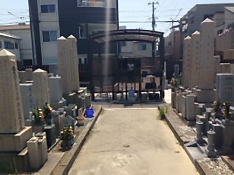 湊西共同墓地 広い参道