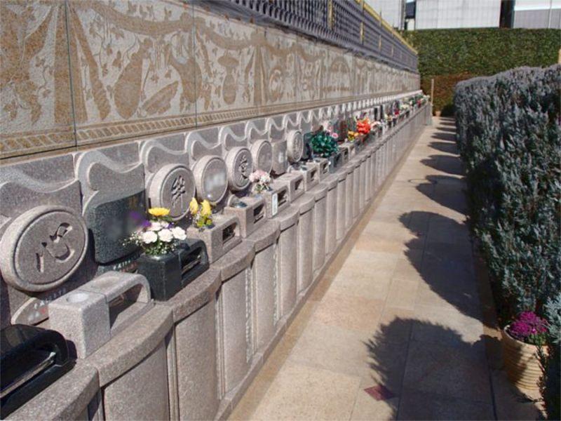 聖和苑 きれいに並んだ墓石