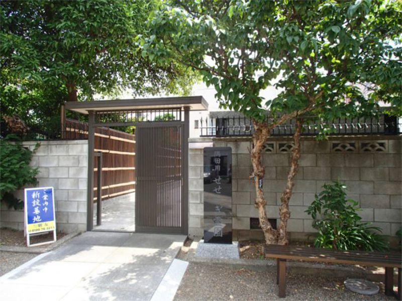 隅田川せせらぎ霊園 和風の休憩用ベンチ