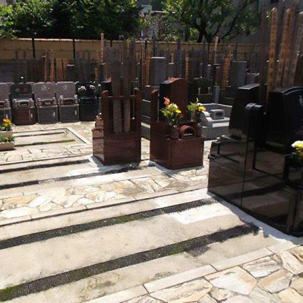 芝浄苑 和型・洋型の墓石が混在