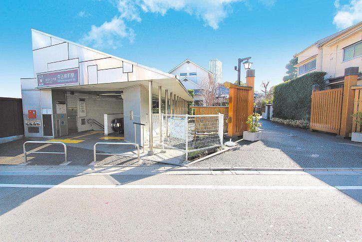 恵光メモリアル 新宿浄苑 永代供養 蓮香 駅のすぐ横にある入口