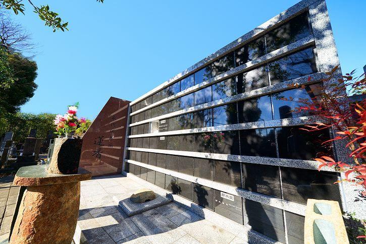 恵光メモリアル 新宿浄苑 永代供養 蓮香 屋外にあり開放的