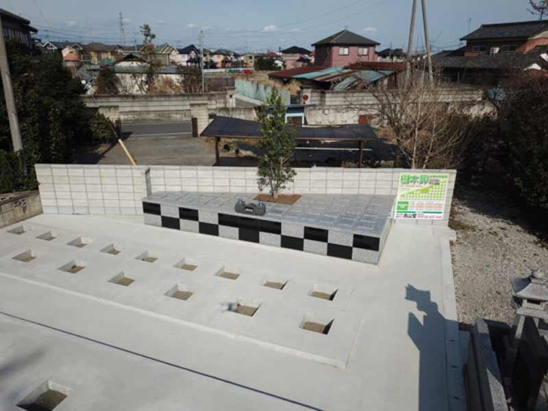 韮塚共同墓地