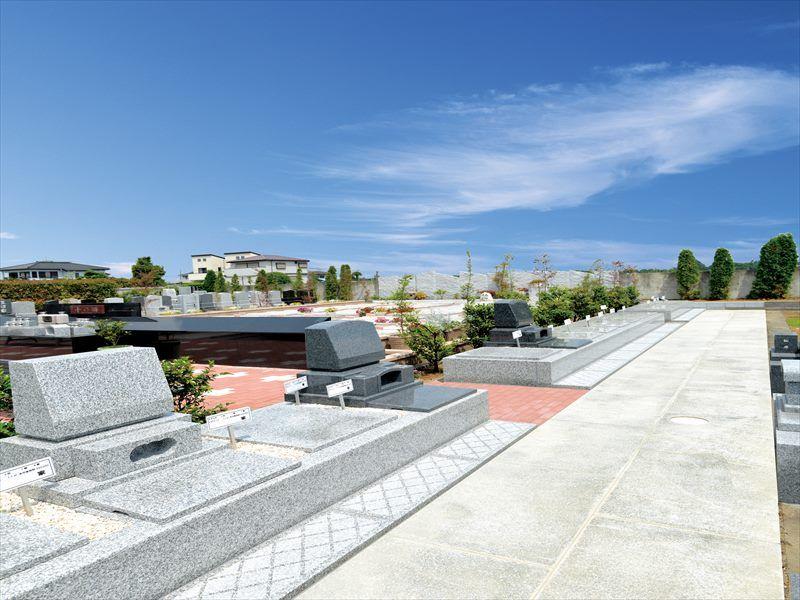 しらこばとメモリアルパークの墓地風景