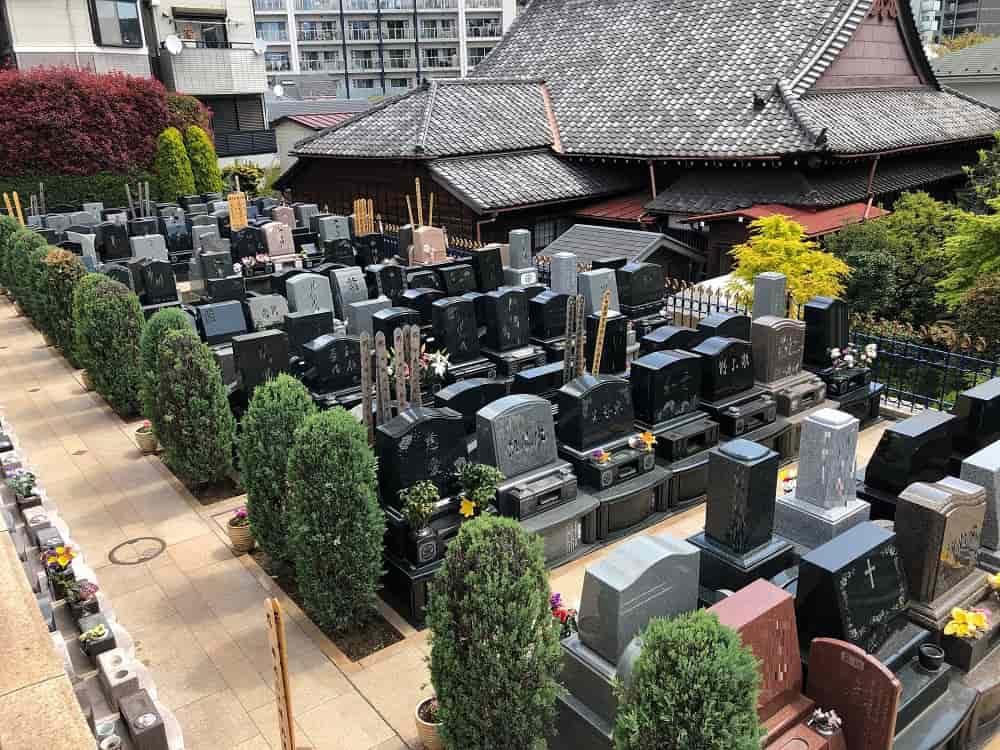 墓石の並ぶ聖和苑