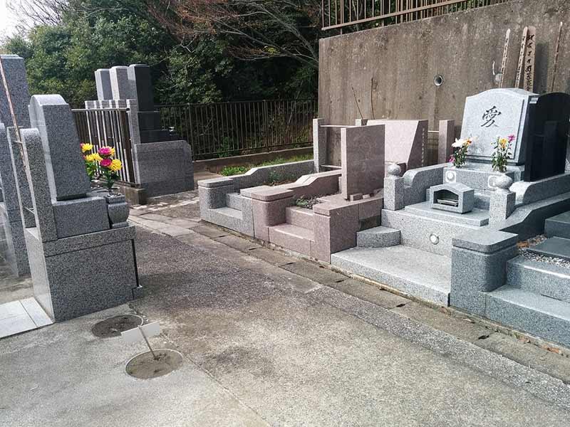 般若院 様々なデザインの洋型墓石