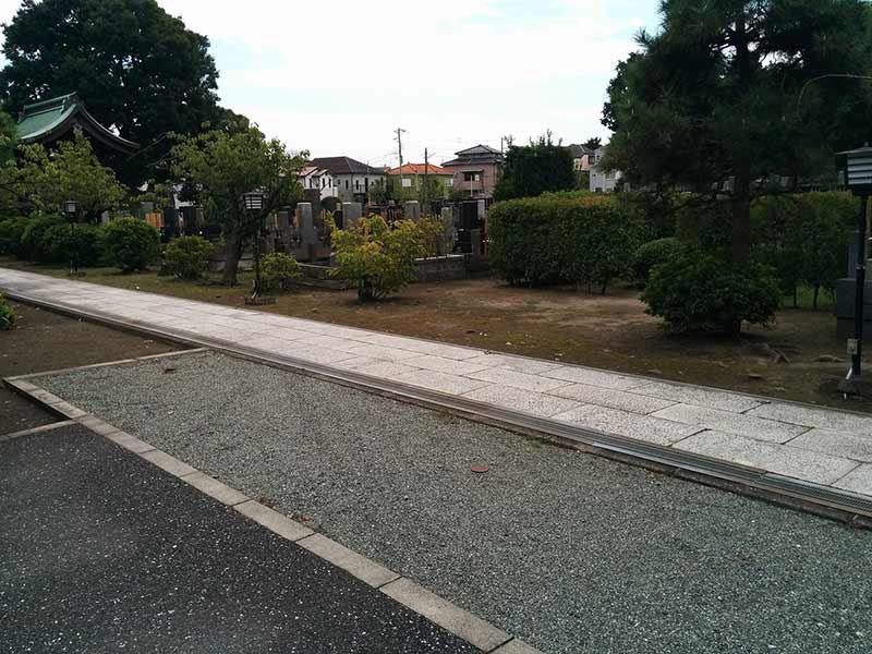 安立寺 参道はバリアフリー設計