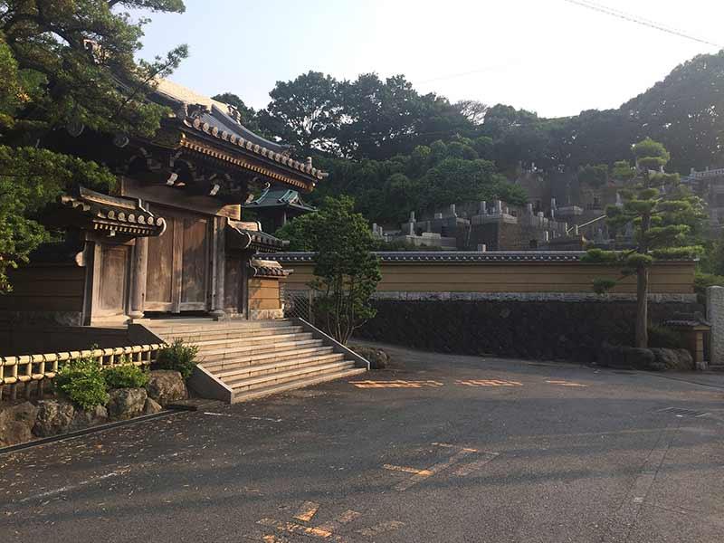 永勝寺 自然に囲まれた寺院墓地