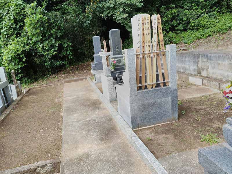 妙秀山 樹源寺 お塔婆と和型墓石