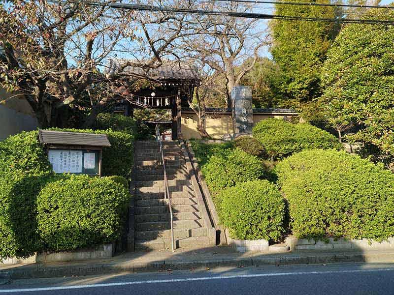 妙秀山 樹源寺 石段を登った所にある山門