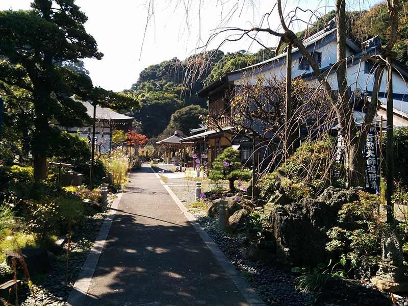 飯盛山仁王院 鎖大師青蓮寺 趣のある境内風景
