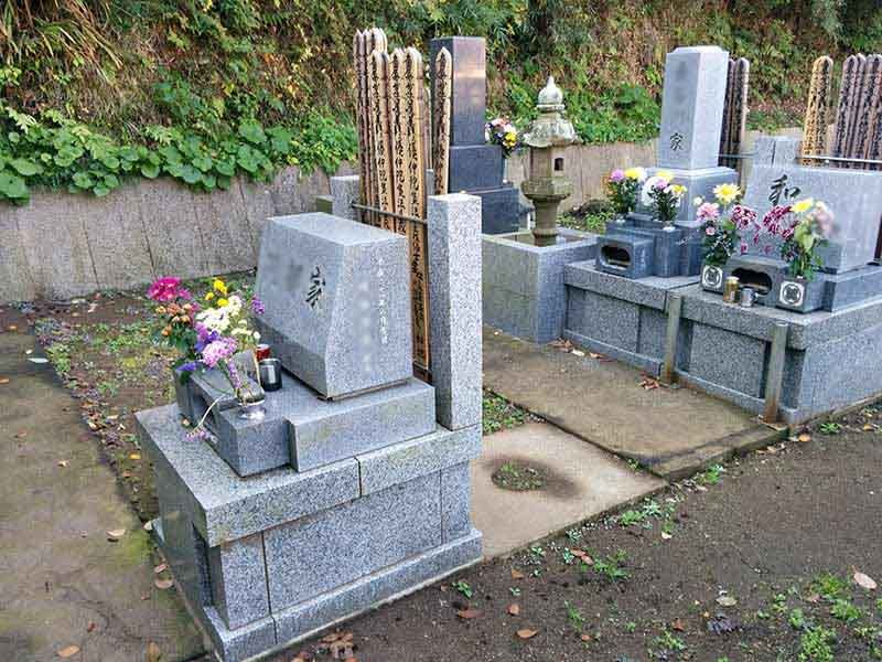 飯盛山仁王院 鎖大師青蓮寺 平坦でお参りしやすい墓域