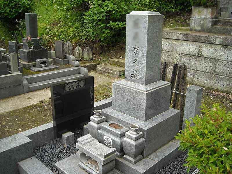 龍峰院 手入れされた墓石
