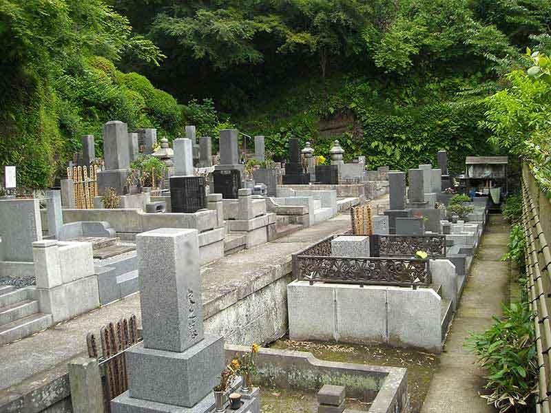 龍峰院 自然に囲まれた静かな墓域