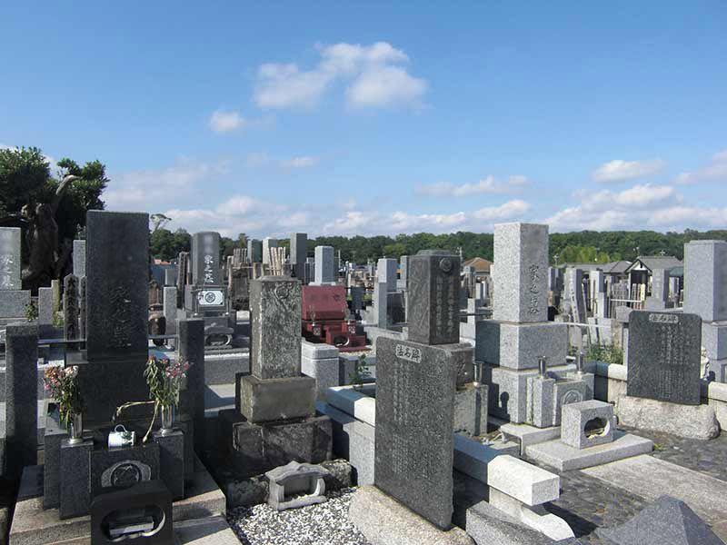 玄珊墓苑 様々な種類の墓石が並ぶ墓域