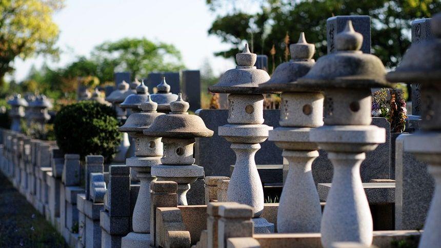 墓石の灯篭