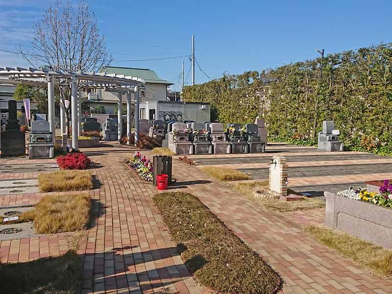 世田谷やすらぎ墓苑 花壇葬セレナージュ 水はけがよい参道