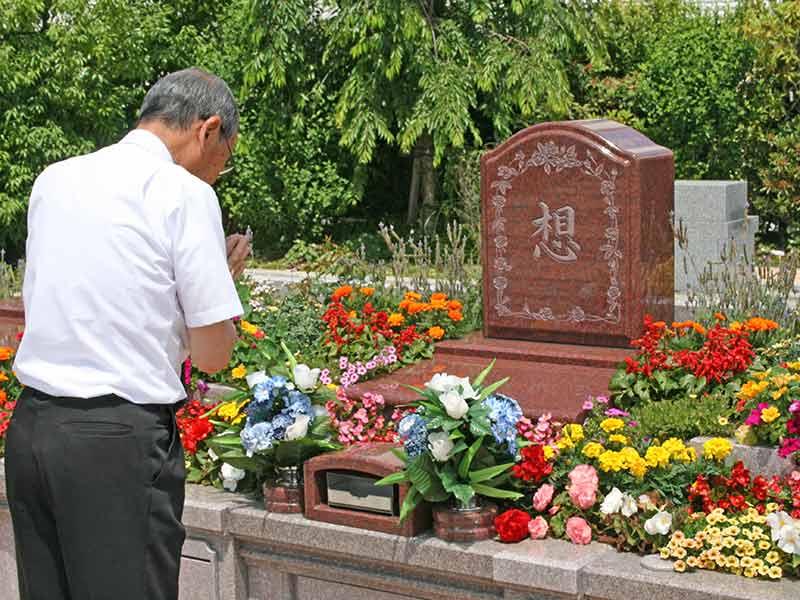 世田谷やすらぎ墓苑 花壇葬セレナージュ たくさんの花と共に故人を偲ぶ