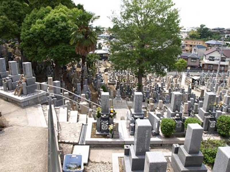 月照寺墓地