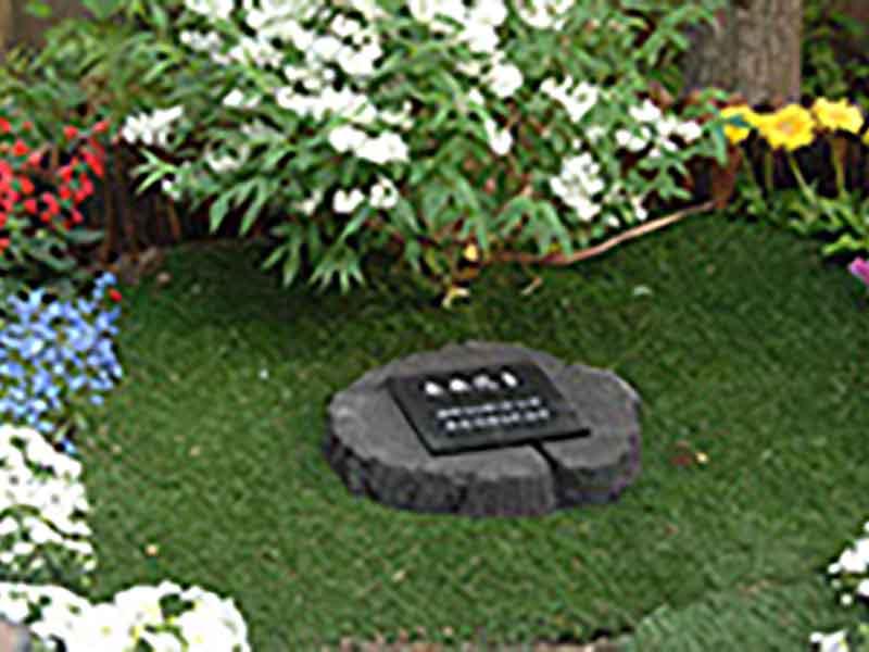 千の風 みらい園 樹木を使用した墓碑