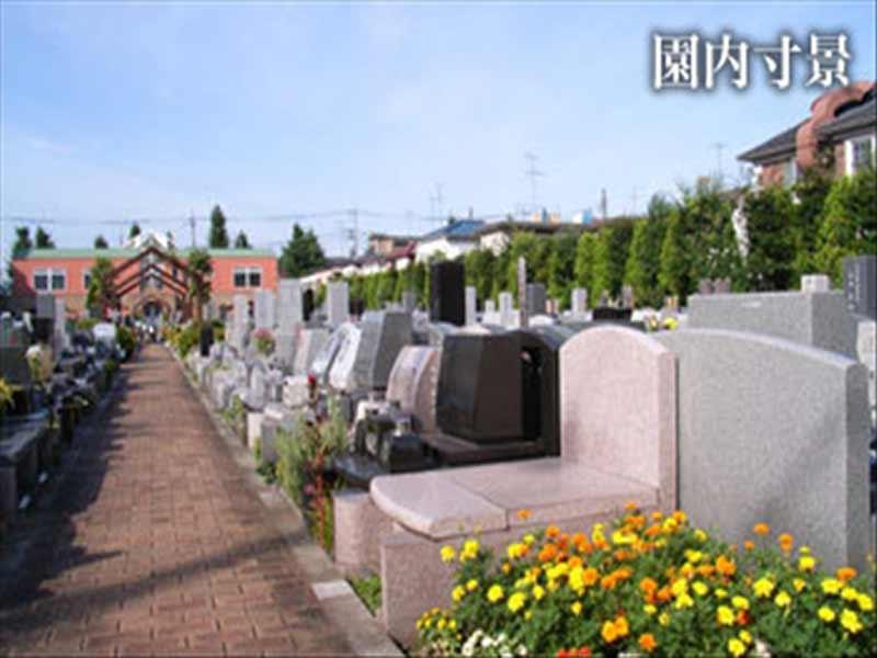 メモリアルガーデン調布 様々な種類の墓石が並ぶ墓域