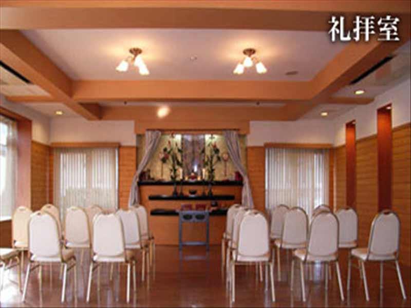 メモリアルガーデン調布 光がさす礼拝室