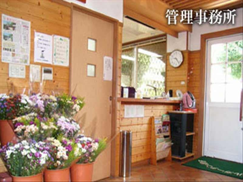 メモリアルガーデン調布 管理事務室ではお供え用の花も販売