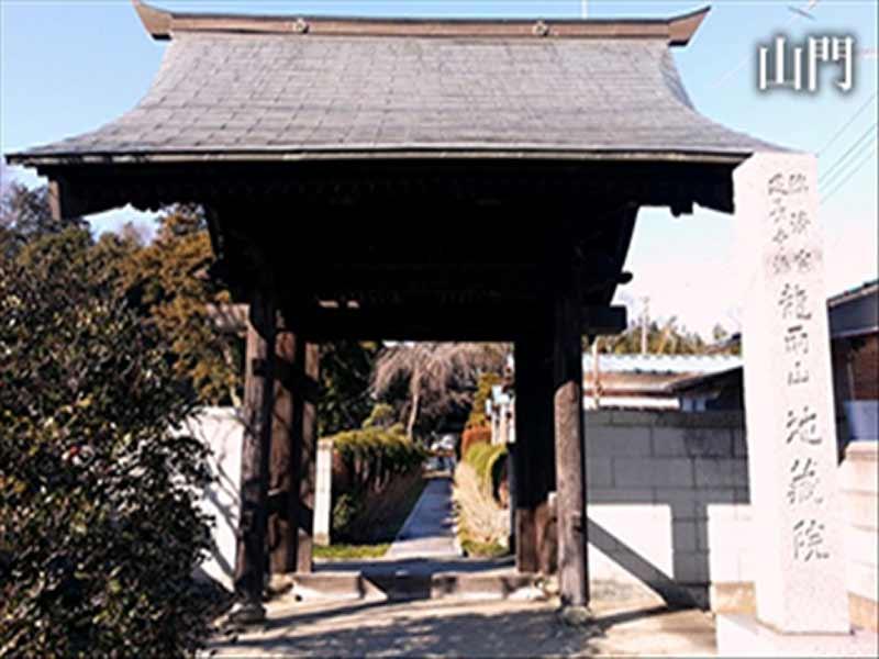 臨済宗建長寺派 龍雨山 歴史的山門