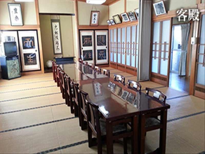 臨済宗建長寺派 龍雨山 椅子完備の客殿