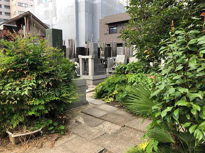 自性院墓苑