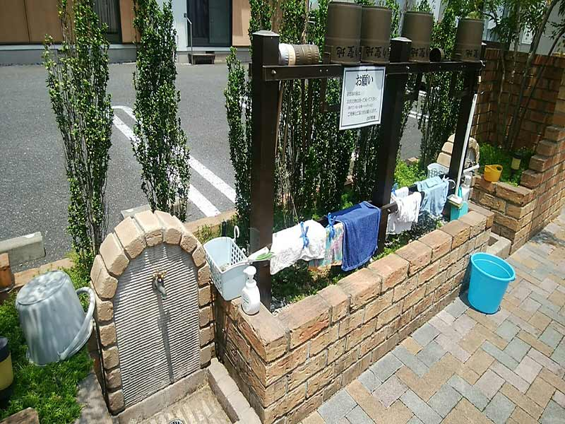 円通寺 とねり聖地 駐車場裏手にある水汲み場