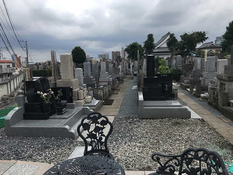 シムティエール山手の杜 和型・洋型の墓石が混在