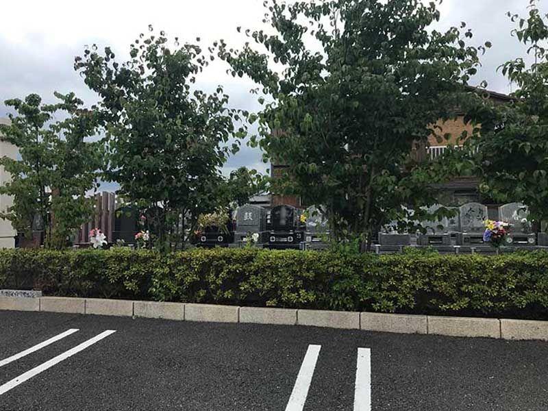 シムティエール山手の杜 駐車場は墓域に隣接