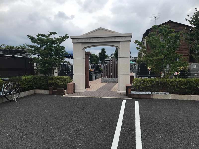 シムティエール山手の杜 モダンな造りの門