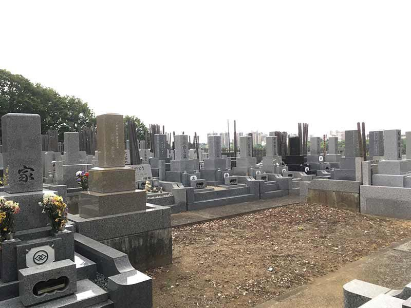 ゆぎ霊苑 高台にあり見晴らしの良い墓域