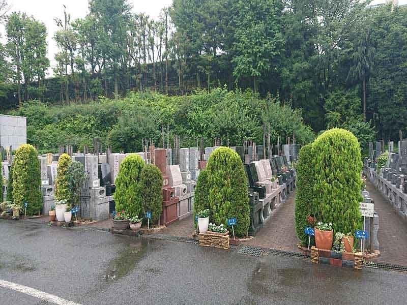 梅花の郷 光明浄苑 舗装されているので雨の日でも安心してお参りできる墓域