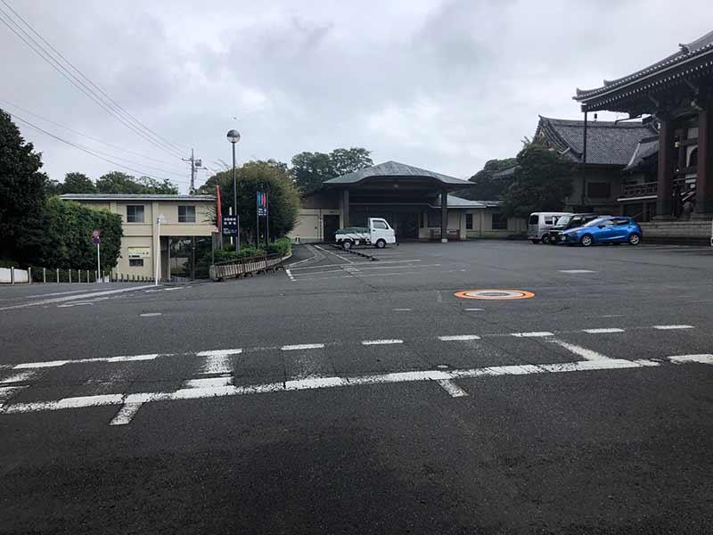 大田妙樹苑 樹木葬墓地 駐車スペースは本堂と隣接