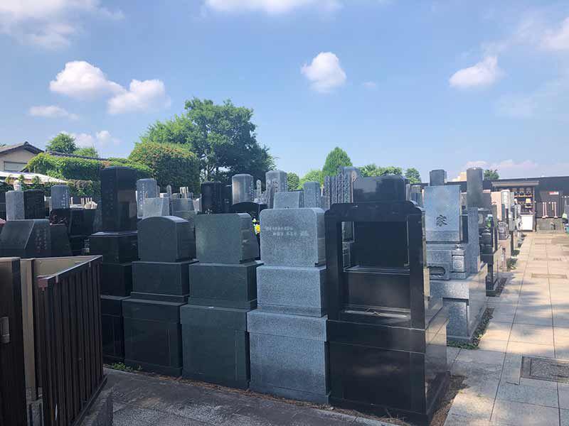 西嶺浄苑 さくら観音 きれいに区画された墓域