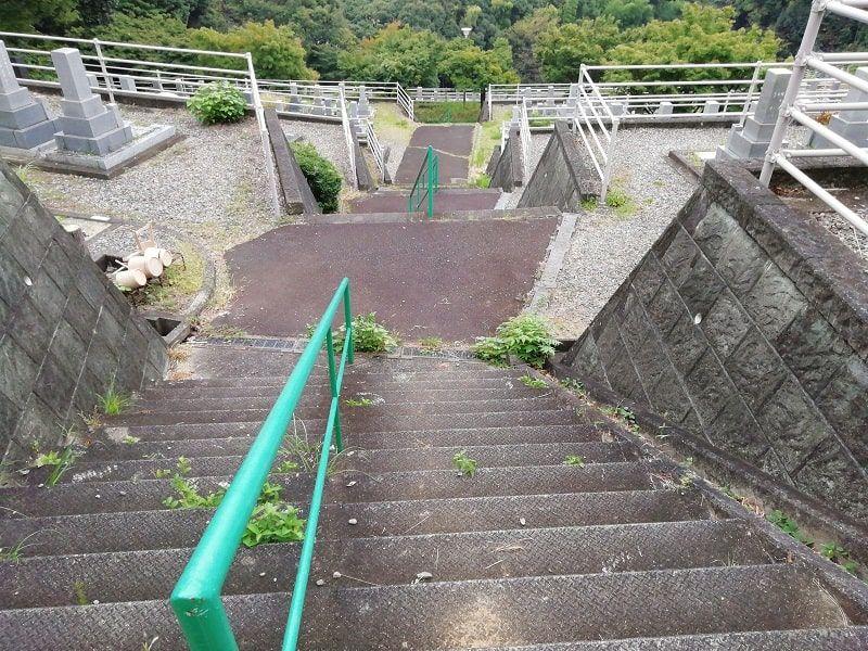 御油霊園の階段