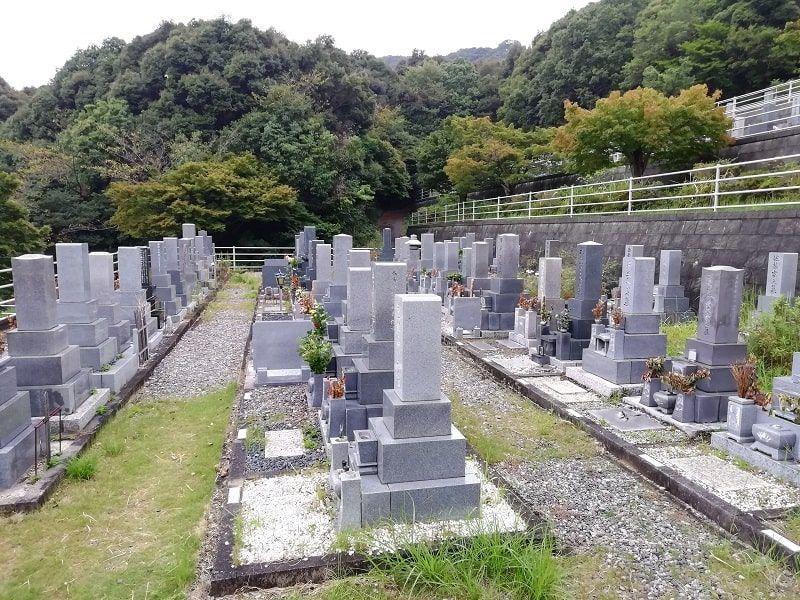 御油霊園の中段にある墓石