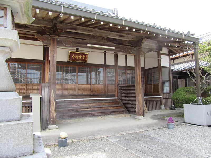 無量寿寺(草津市) 厳格な佇まいの本堂