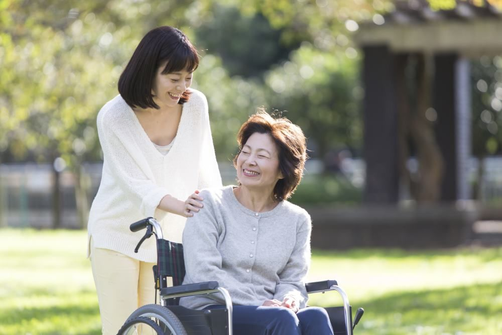 親子、車椅子