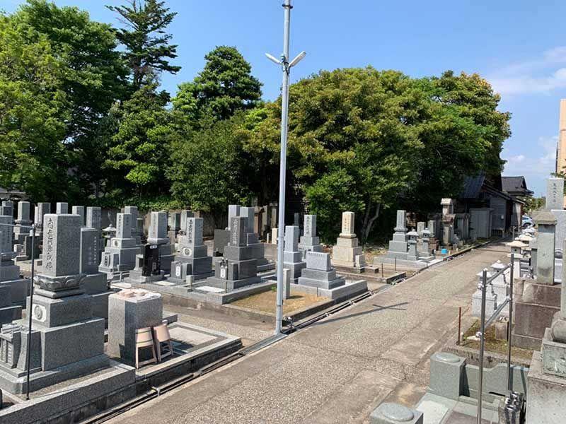 浄安寺墓地