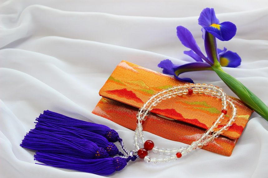 数珠と袱紗と花