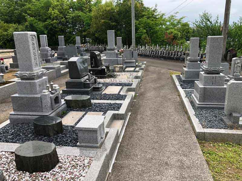 御誕生寺墓地 老梅の苑