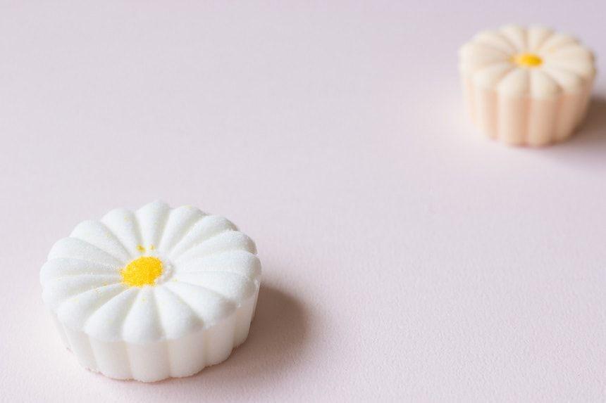白と桃色の落雁