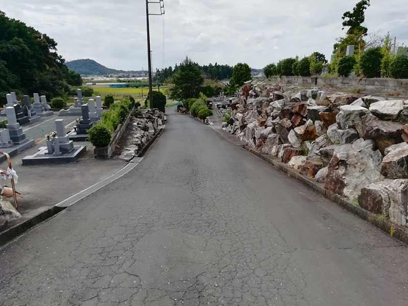 吉祥山緑地墓苑の道路